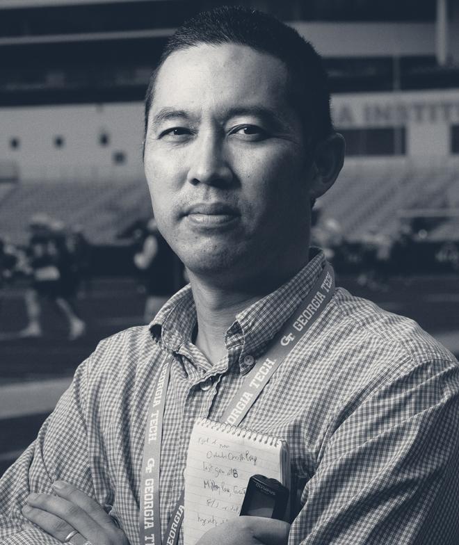 A photo of journalist Ken Sugiura